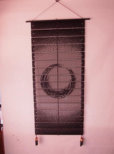 紋紙タペストリー「織匠の遊び」
